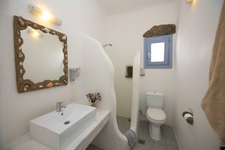 Triple studio stavroula bathroom