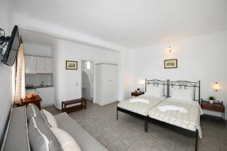 Triple studio stavroula double bedroom