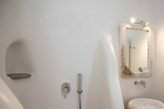 studio traditional suite stavroula shower