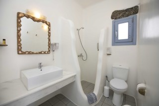 traditional double room stavroula bathroom
