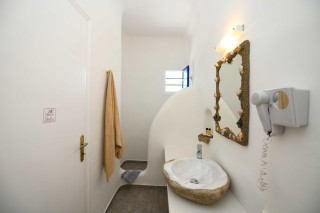 triple traditional room stavroula bathroom
