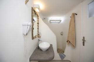 triple traditional room stavroula shower